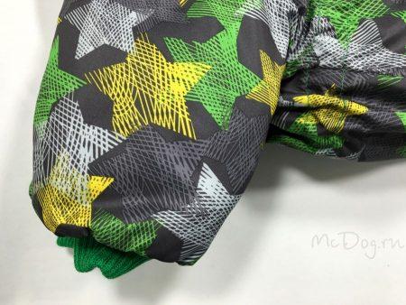 """Зимний комбинезон для собак McDog """"Зеленые звезды с зеленым"""" на кнопке"""
